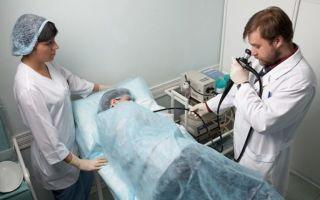 Гастроскопия во сне: [пациент дремлет, врач изучает]