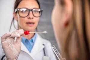 Мазок на гонорею у женщин и мужчин: как берется, расшифровка результатов